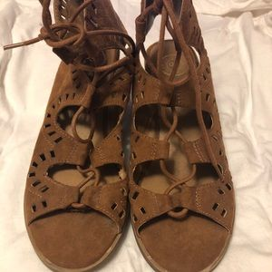 SO lace up brown heel, 8.5